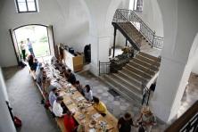 tafel mit gästen von oben